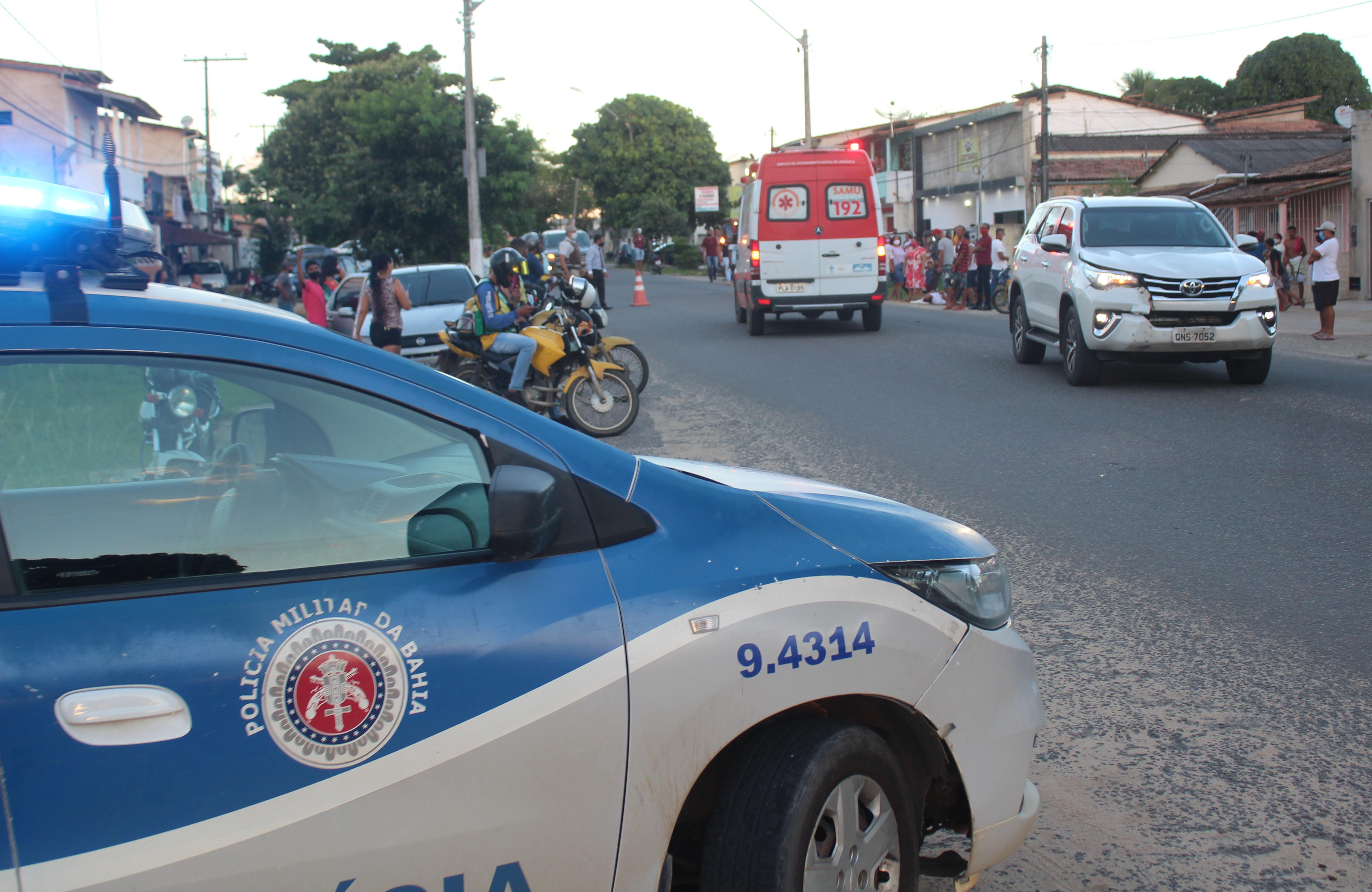 Caminhonete de Ex-Prefeito de Itamaraju Pedro da Campineira, envolve em acidente na Avenida Liberdade