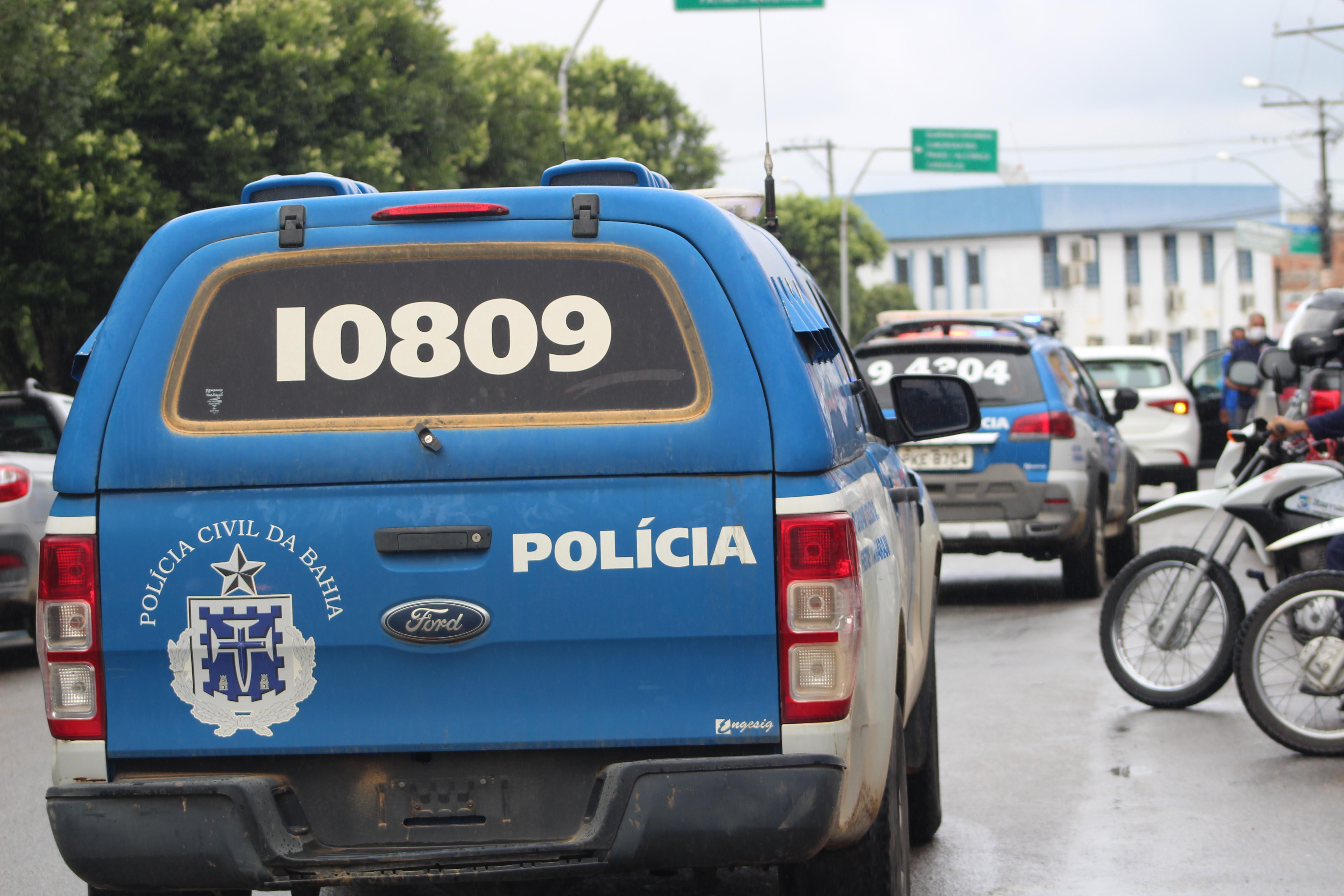 Forças de segurança atuam em cumprimento do decreto e realizam fiscalizações a veículos e comércio