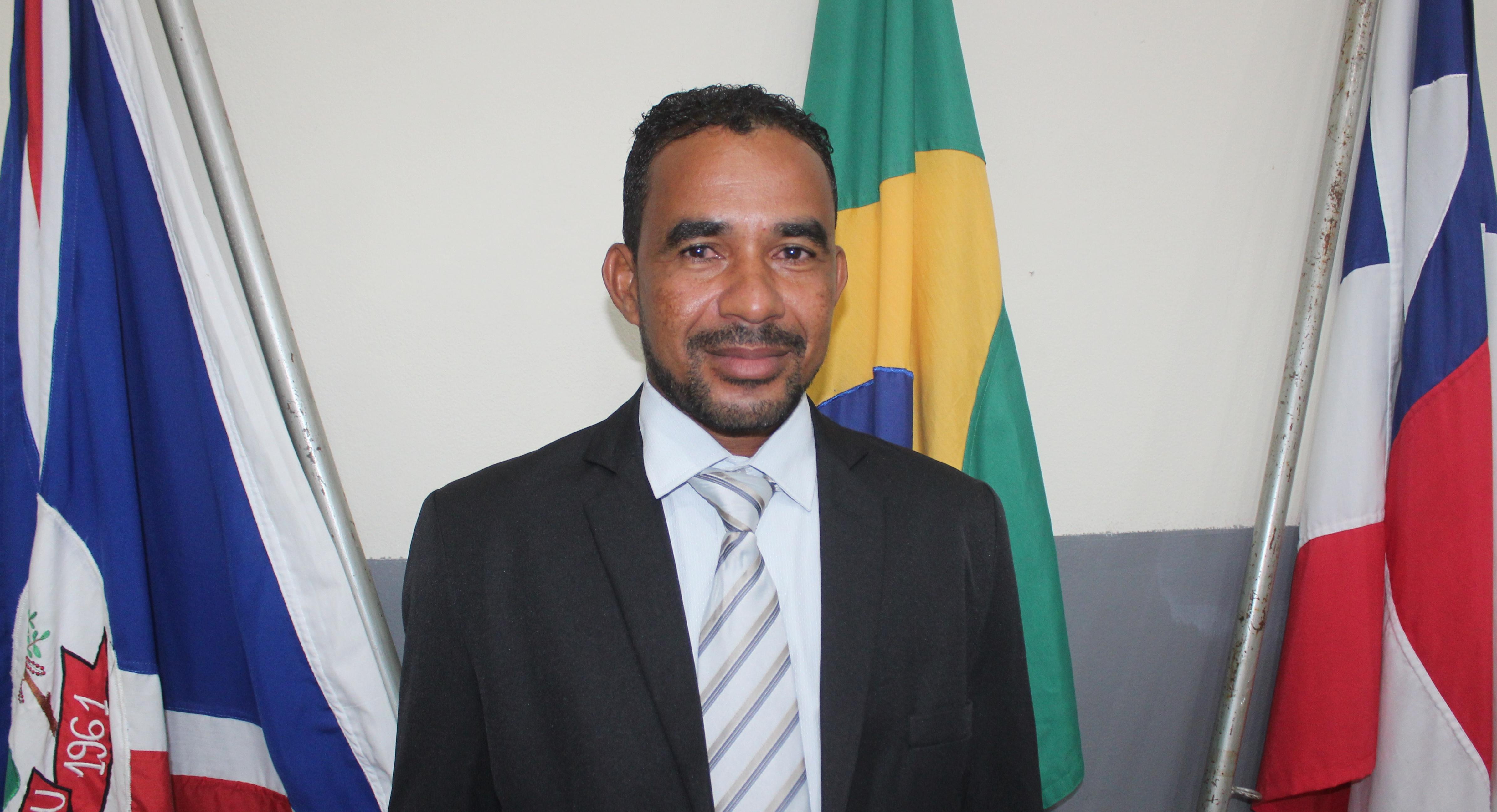 Vereador Domingos Solicita manutenção de Iluminação para o Cemitério São Cosme e São Damião