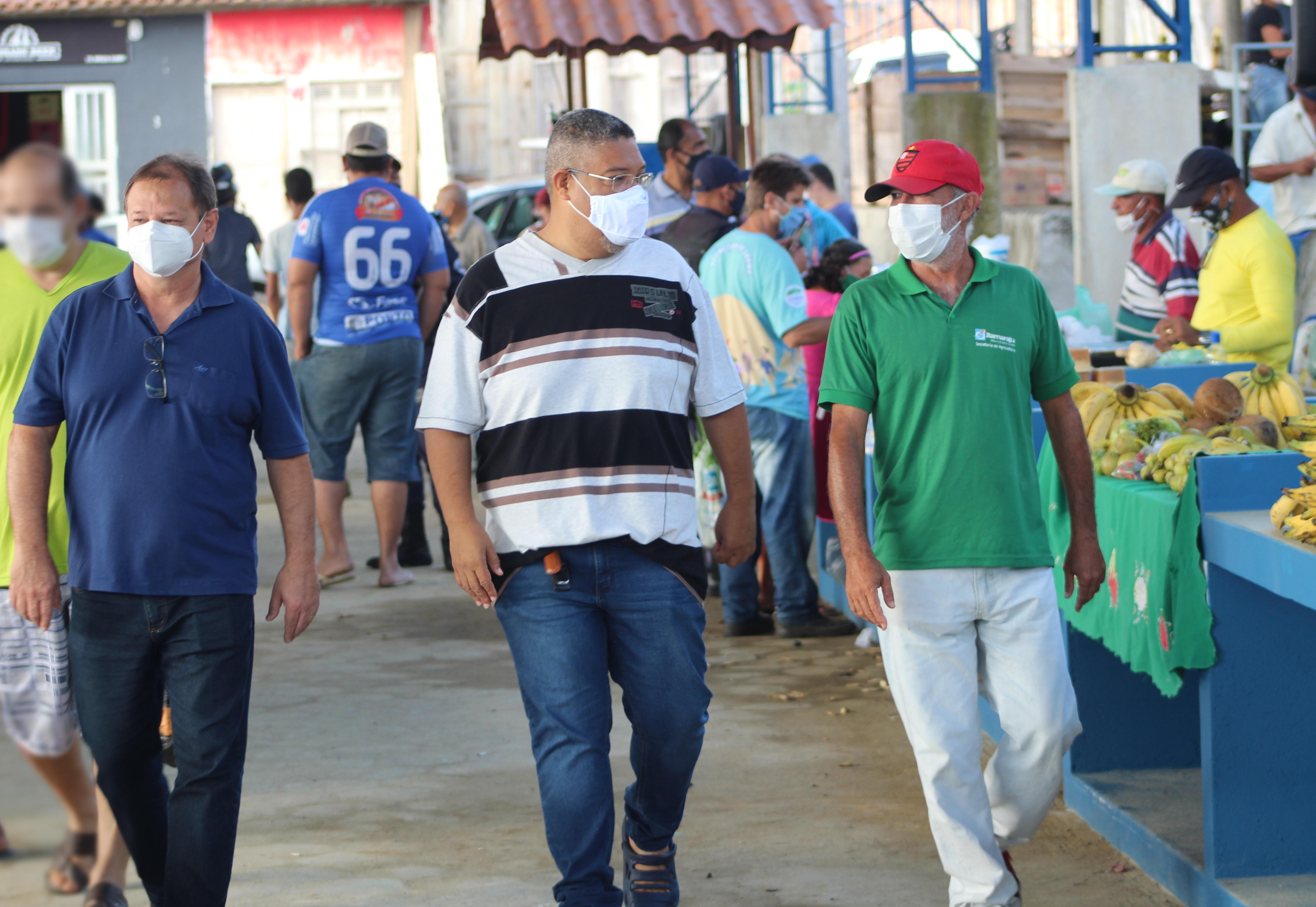Secretário Fábio da Minas e Secretário Ivan Favarato Filho acompanham ação de saúde nas feiras livres do município