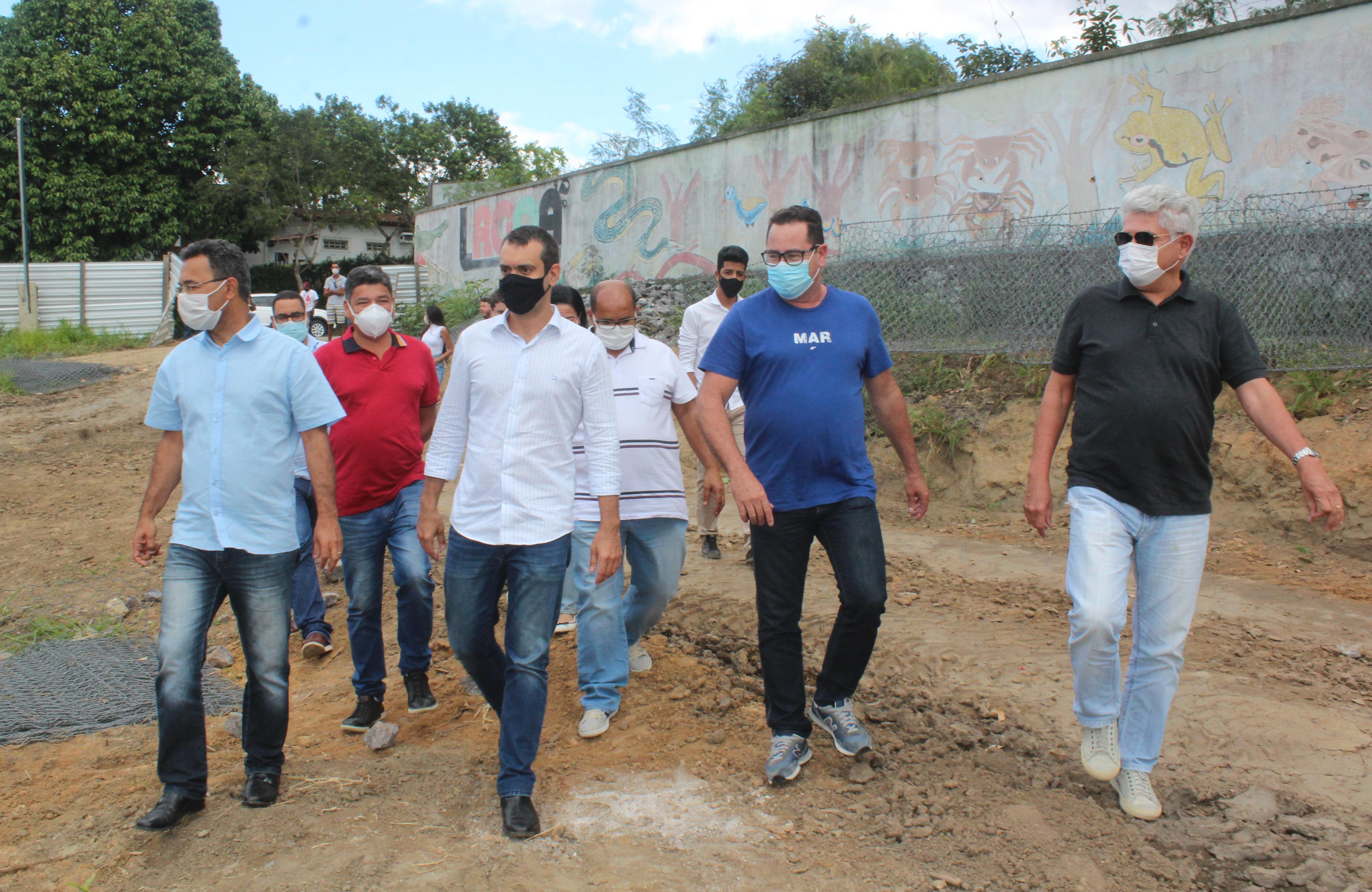 Prefeito Dr. Marcelo e Deputado Estadual Tiago Correia, visitam obras de revitalização da Lagoa do jacaré
